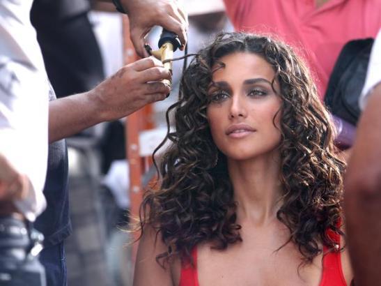 Débora Nascimento in backstage preparation for commercial
