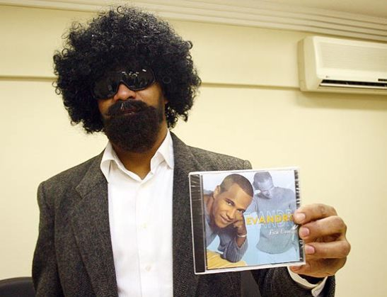 Evandro appeared in front of the press in 2010 dressed in a disguise to tell his side of the story