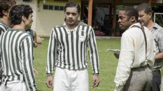 In one controversial scene, Chico (played by César Mello) dons rice powder to play on a soccer club