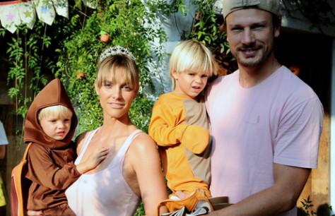 Actors/models/TV hosts, the couple Fernanda Lima and Rodrigo Hilbert and their twin boys, João and Francisco