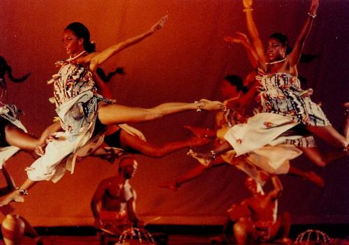 Performers from the Balé Folclórico da Bahia