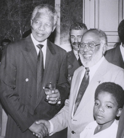Abdias meets Nelson Mandela on his visit to Brazil in 1991