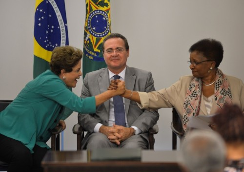 Rouseff celebrates law with minister of Seppir Luiza Bairros