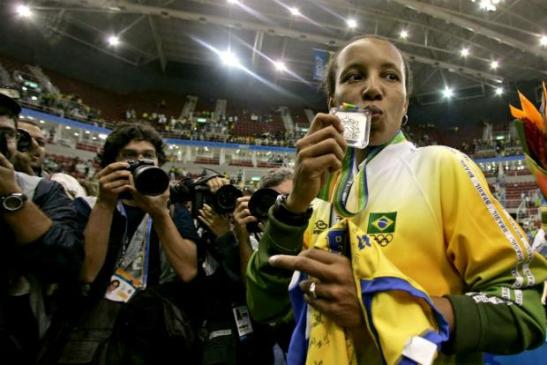In her farewell game, Janeth loses to the US in the final of the 2007 Pan-American Games in Rio de Janeiro