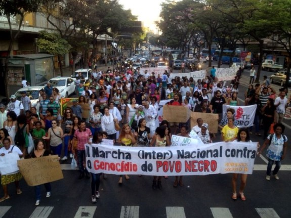Belo Horizonte - In the capital of Minas Gerais, protesters occupied one of the main streets of the city