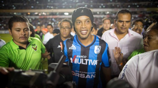 Ronaldinho Gaúcho presented to the fans of Queretaro in México