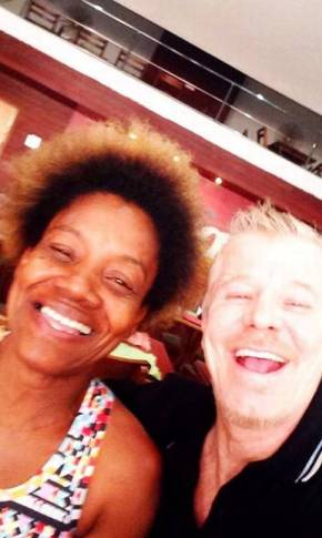 Writer/actor Miguel Falabella takes a selfie with Nieta Costa