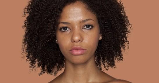 A artista brasileira Angélica Dass está usando a conhecida escala de cores