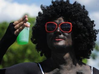 irreverc3aancia e clima de tranquilidade marcam sc3a1bado de carnaval em brasc3adlia blackface
