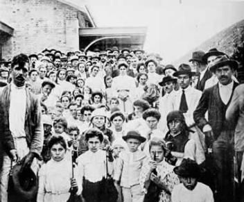 Italian immigrants in Estação Matilde in the state of Espírito Santo in the middle of the 20th century