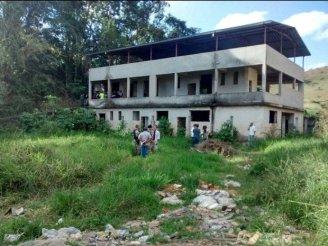 The victim's body was found on a plot in the city of Ponte Nova (Photo: Corpo de Bombeiros de Ponte Nova)