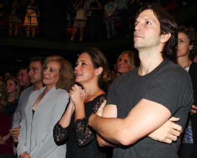 Arlete Salles , the couple Adriana Esteves and Vladimir Brichta were among those in a mostly white audience