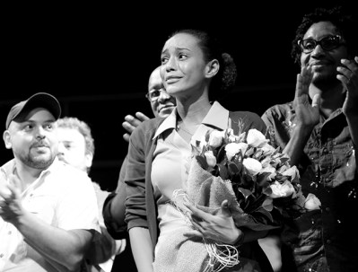 An emotional Taís Araújo thanks the audience