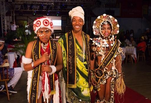 The Mais Belo Negro do RS (Most Handsome Black Man of Rio Grande do Sul), Venir Xavier Neto and junior representatives of 2015, Victor Gabriel Alves and Sandry Nadine Escobar, attended the event