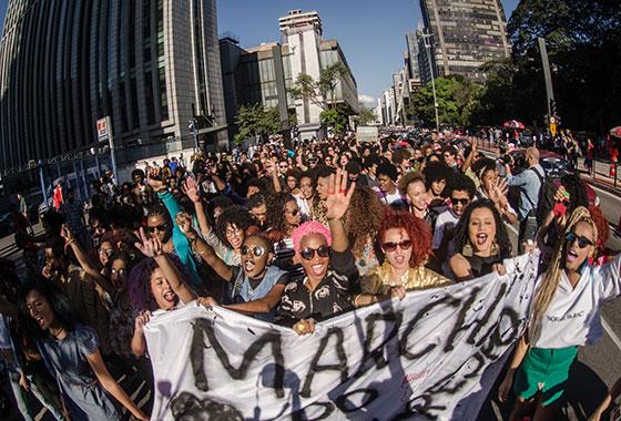 Contra a imposição do padrão de beleza branco e pela valorização da estética negra, mulheres negras realizaram, em julho, a Marcha do Orgulho Crespo