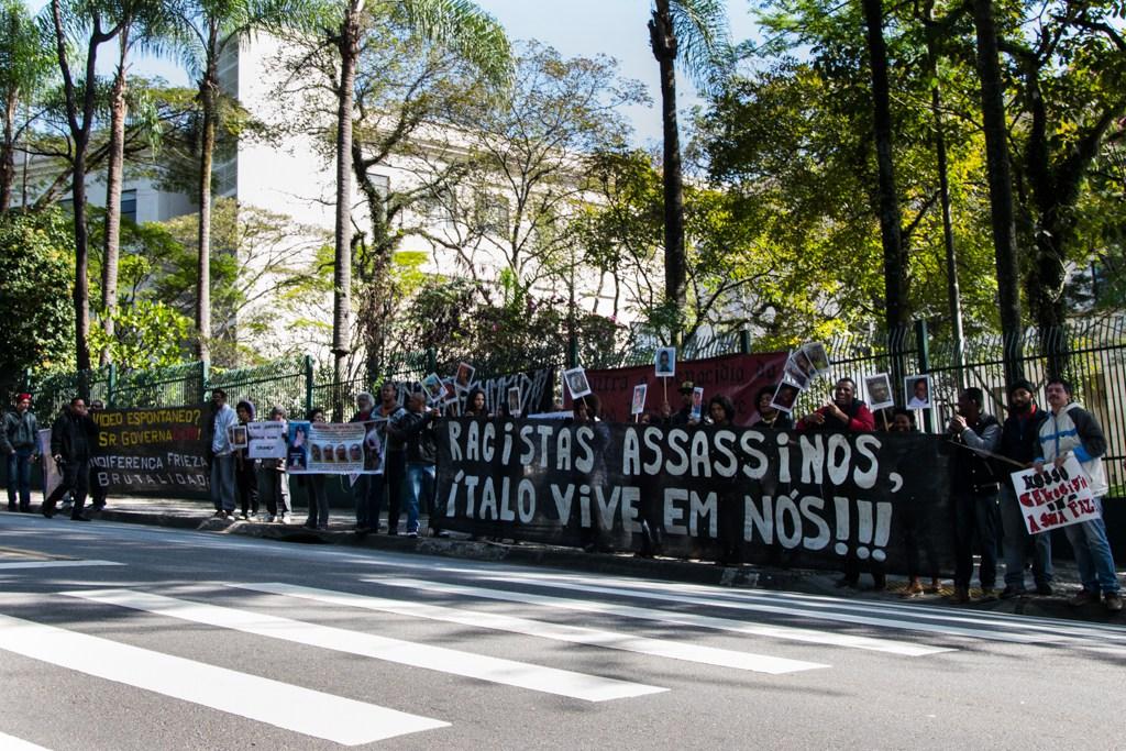 Faixas lamentam morte de criança - Foto - Daniel Arroyo, Ponte