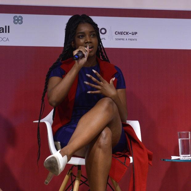 A cantora Iza também participou do debate