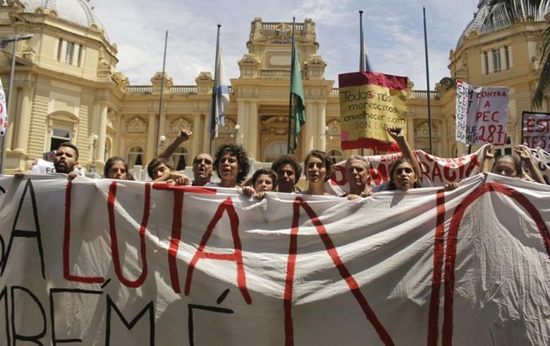 Midia Ninja - Palácio Guanabara, sede do governo do Estado do Rio de Janeiro, protestar contra a Previdência