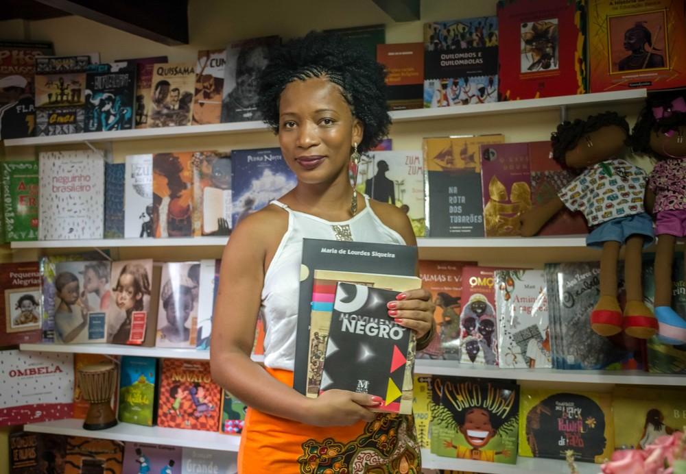 Escritora cria espaço dedicado a autores negros em BH