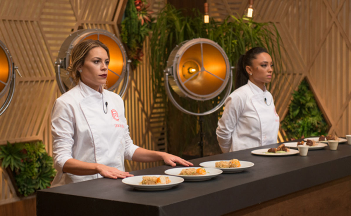 Deborah Werneck and Michele Crispim compete on Master Chef Brasil