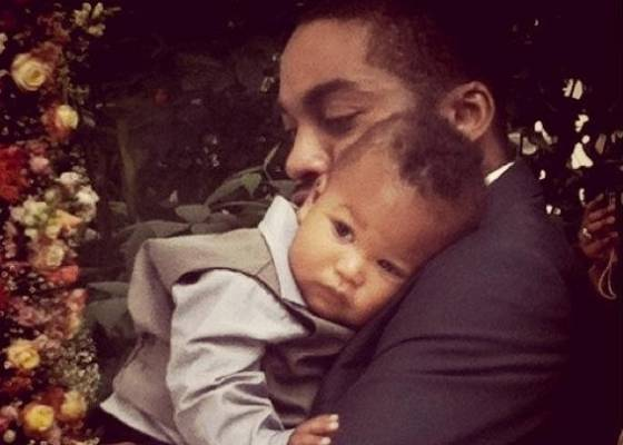 Lázaro Ramos e o filho João Vicente ainda bebê
