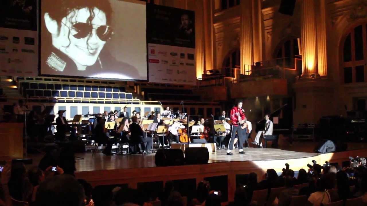 O Troféu Raça Negra (Black Oscars of Brazil) honors Michael Jackson