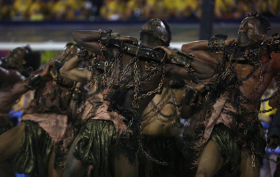 9. Comissão de frente da Paraíso da Tuiuti trouxe o 'grito de liberdade'