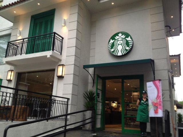 Família de Curitiba acusa loja da Starbucks de racismo contra criança negra (STARBUCKS)