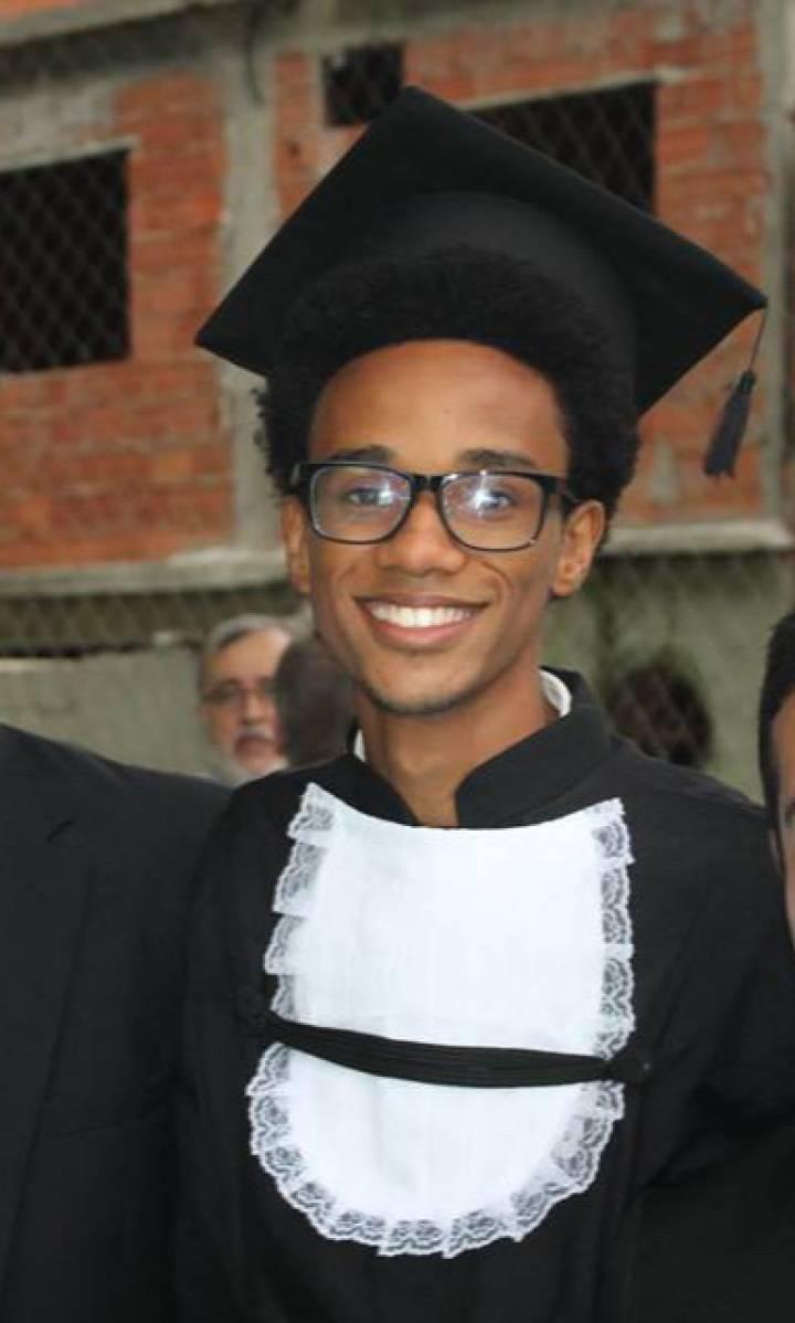 João, durante a formatura no ensino médio