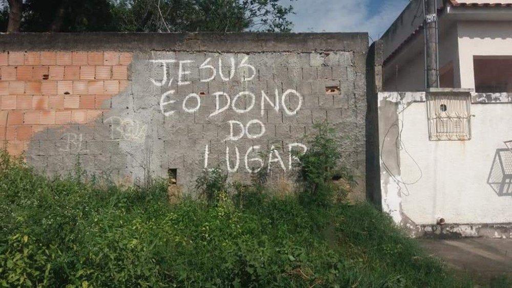 Criminosos-ainda-picharam-fachada-do-terreiro-—-Foto-ReproduçãoTV-Globo (march 2019)