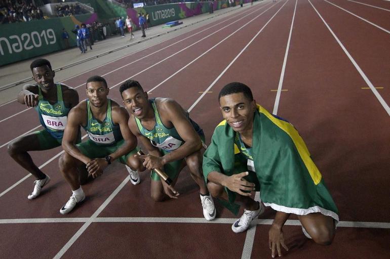 Paulo André, Rodrigo Nascimento Pereira, Derick de Souza e Jorge Vides levaram o ouro no masculino