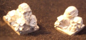 10x Small 28mm scale skull piles.