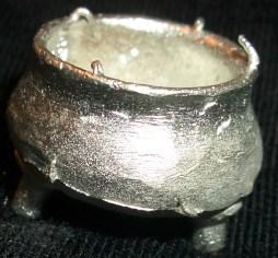 2x Halfling cooking pot/ Large cauldron