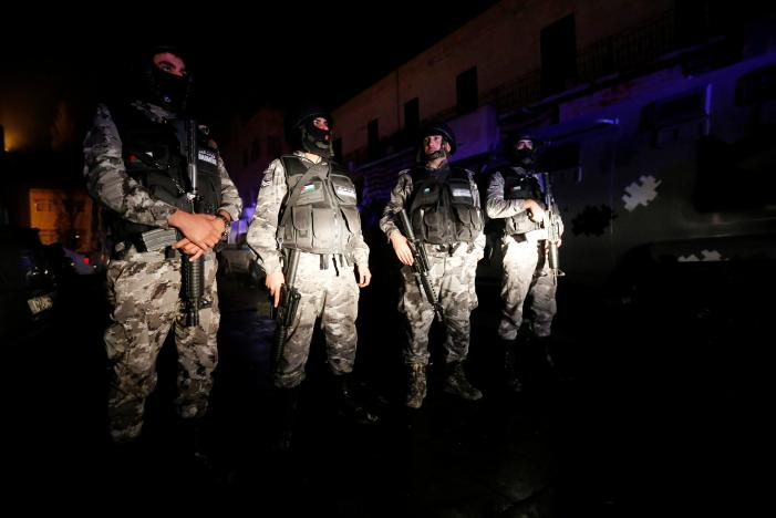 Jordanian policemen operate in the vicinity of Karak Castle, where armed gunmen carried out an attack, in the city of Karak, Jordan, December 18, 2016. (REUTERS/Muhammad Hamed)