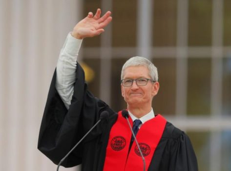 Apple CEO Tim Cook waves after speaking during Commencement Exercises at Massachusetts Institute of Technology (MIT) in Cambridge, Massachusetts, U.S., June 9, 2017.   REUTERS/Brian Snyder