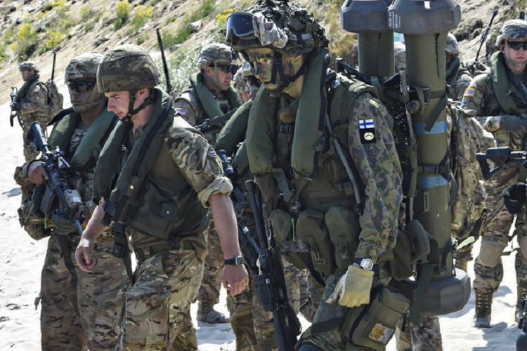 Royal British Marines and Marines from Finland take part in multinational exercises in Sweden in 2015. (PHOTO: MSC3 TIMOTHY M. AHEARN/PLANET PIX/ZUMA PRESS)