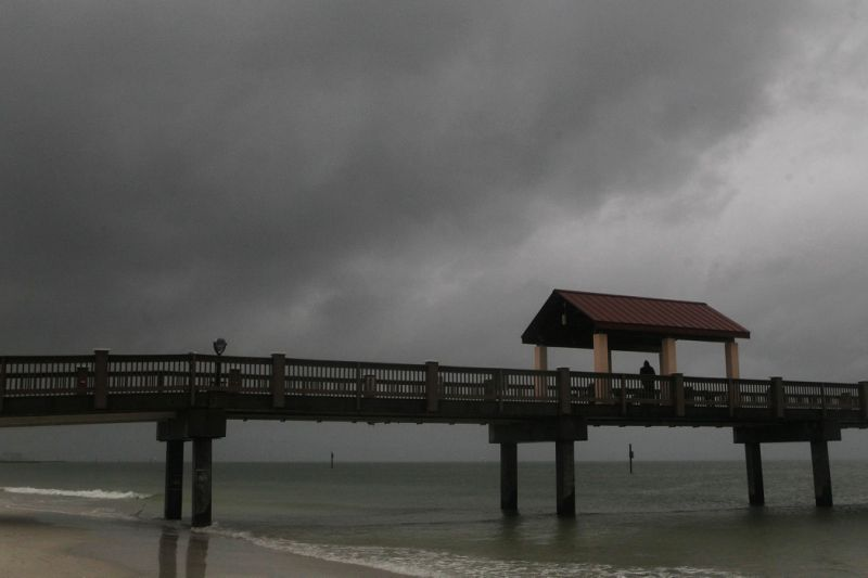 Rain falls on Clearwater Beach by Pier 60 early Sunday morning May 27, 2018, as northbound Subtropical Storm Alberto looms in the gulf to the southwest. (Jim Damaske/Tampa Bay Times via AP)