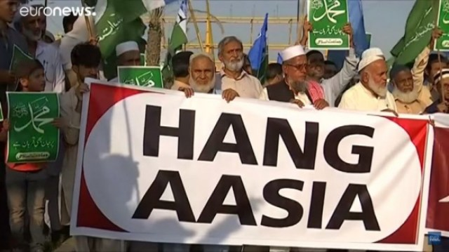 Our Lives Are In Danger Mother With >> Family Of Asia Bibi Pleads With Trump Western Nations For Asylum
