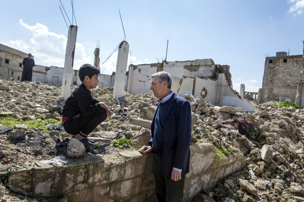 UN Refugee Chief Filippo Grandi visits the ruins of Souran and speaks with a young returnee, in Souran, Syria. (UNHCR/Andrew McConnell)