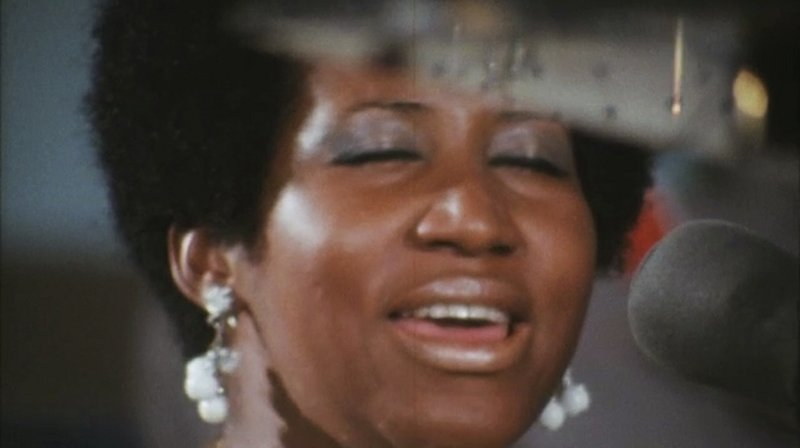 "This image released by Neon shows Aretha Franklin in a scene from the film, ""Amazing Grace."" (Neon via AP)"