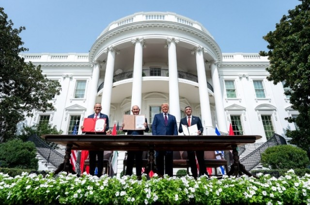 President Donald J. Trump, Minister of Foreign Affairs of Bahrain Dr. Abdullatif bin Rashid Al-Zayani, Israeli Prime Minister Benjamin Netanyahu and Minister of Foreign Affairs for the United Arab Emirates Abdullah bin Zayed Al Nahyanisigns sign the Abraham Accords Tuesday, Sept. 15, 2020 on the South Lawn of the White House in Washington, D.C. | White House/Tia Dufour