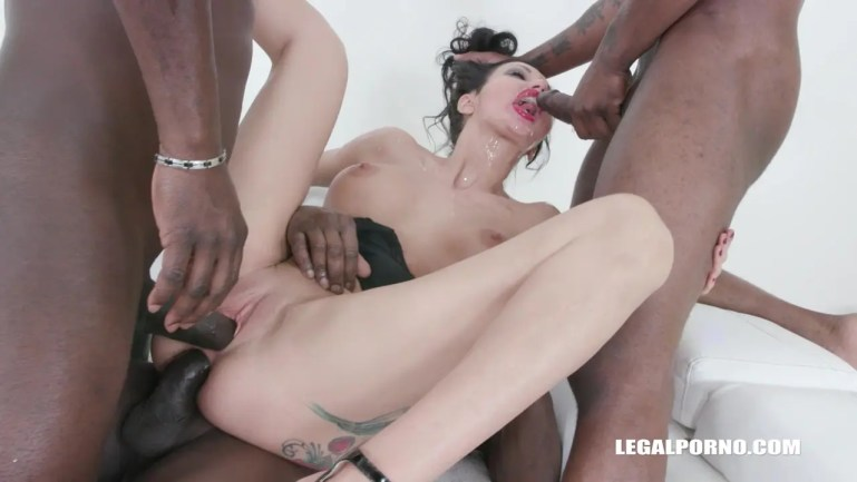 Italian MILF Laura Fiorentino Gets Used Up and Pissed On - image  on https://blackcockcult.com