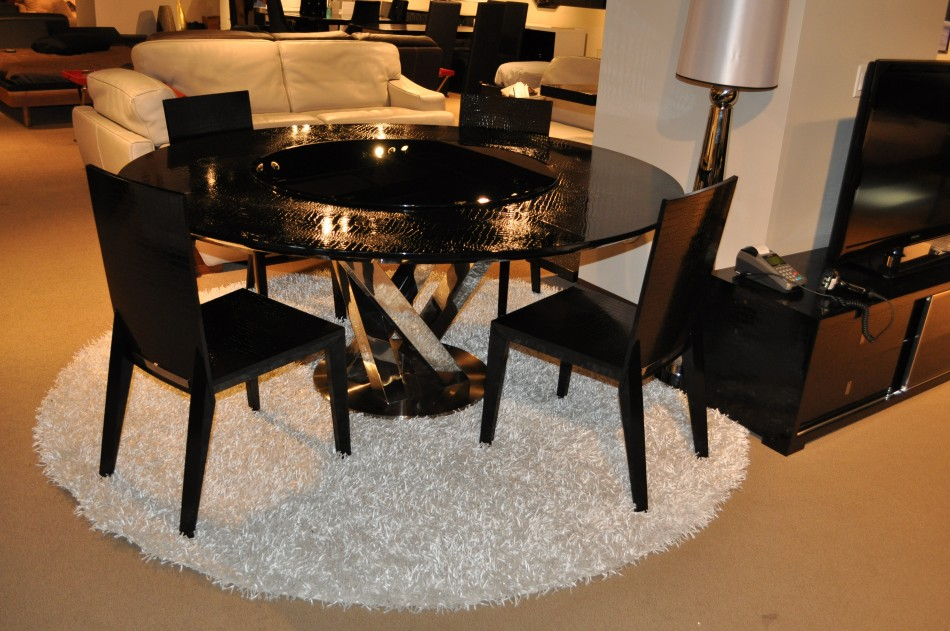 Round Black Crocodile Lacquer Table W Lazy