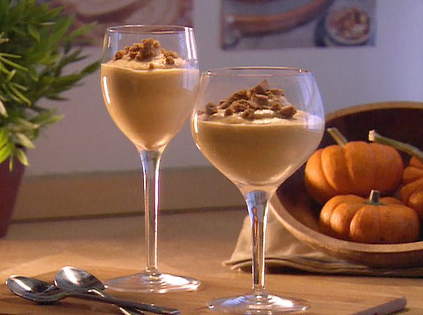Pumpkin pie mousse in wine glasses