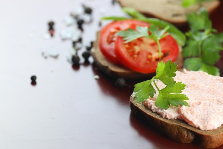 sandwich bread tomato sauce green healthy vegetables
