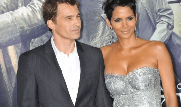 A publicity shot of Halle Berry and Olivier Martinez