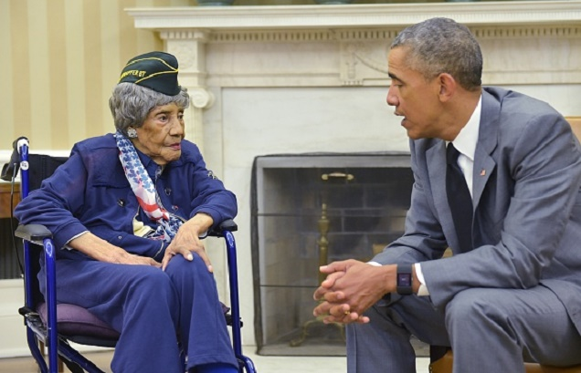 US President Barack Obama meets with the country's oldest living veteran, 110-year-old Emma Didlake, in the Oval Office of the White House on July 17, 2015 in Washington, DC. AFP PHOTO/MANDEL NGAN (Photo credit should read MANDEL NGAN/AFP/Getty Images)