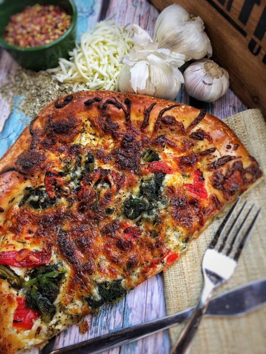 darius cooks pizza
