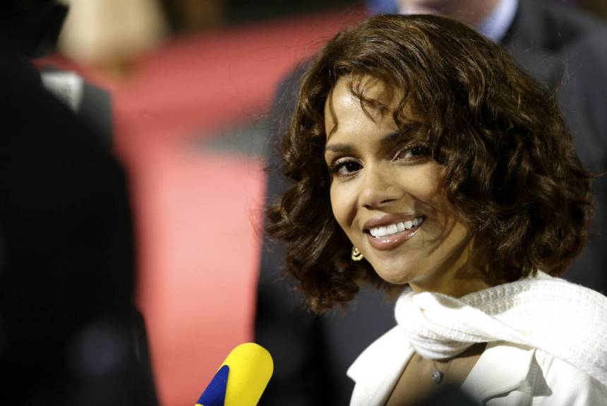 """BERLIN - FEBRUARY 25: American actress Halle Berry attends the German premiere of her new film """"Gothika"""" February 25, 2004 in Berlin, Germany. (Photo by Kurt Vinion /Getty Images)"""
