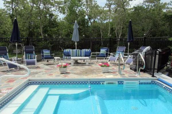 inn-treasured-memories-pool